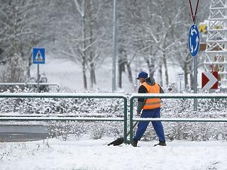 Betört a tél: akkora hó esik, hogy kiadták a riasztást