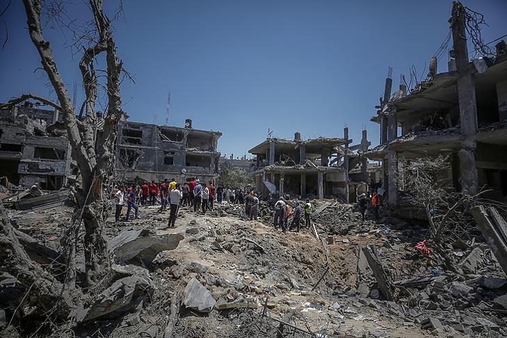 Lebombázott házak a gázai Beit Hanun városban 2021. május 14-én. EPA/MOHAMMED SABER