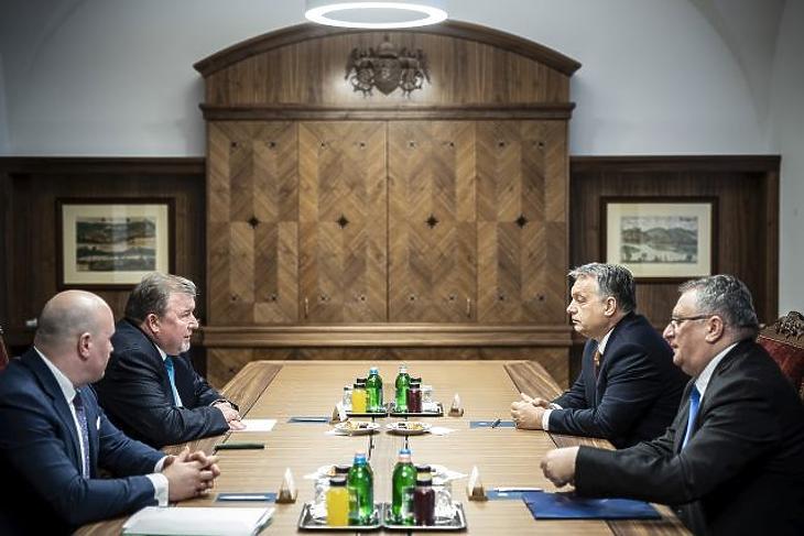 Orbán és a szovjet állambiztonság – kirúgott diplomaták, moszkvai akadémián végzett főtanácsadó