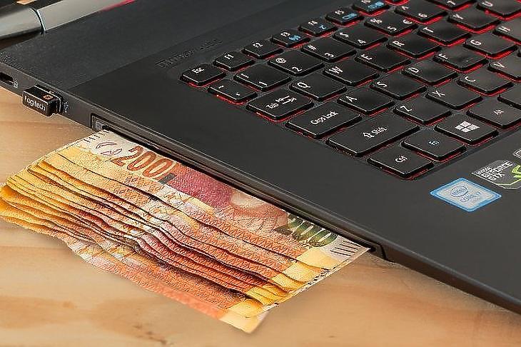 Sokan vágynak arra, hogy a passzív jövedelemhez csak egy mobil számítógépre legyen szükségük. (Pixabay.com)