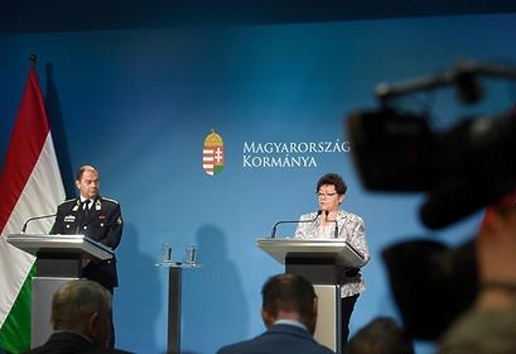 Ma Müller Cecília országos tisztifőorvos kezdte a tájékoztatót. Fotó: mti