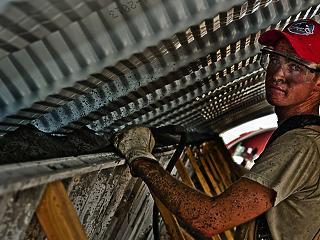Ötezer építőipari munkás tért vissza az országba a koronavírus miatt