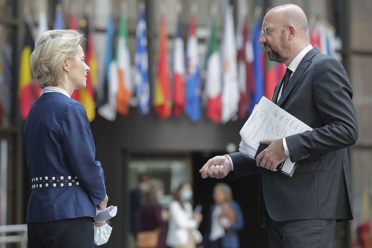 Ursula Von Der Leyen, az Európai Bizottság és Charles Michel, az Európai Tanács elnöke Brüsszelben az EU-csúcson 2020. június 19-én. EPA/OLIVIER HOSLET
