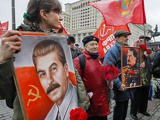 Putyin visszaemeli Sztálint – rejtélyek a terrort kutató történészek körül