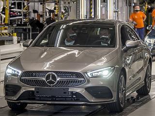 Vissza kettő, padlógáz: minden zűrt leráztak magukról az autógyártók