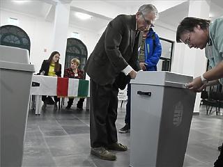 Sokkal többen mentek el szavazni Budapesten a reggeli órákban, mint öt éve