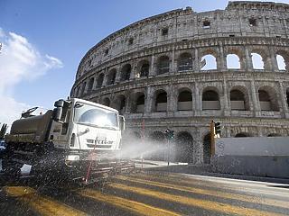 Tovább lassul a járvány az olaszoknál, történelmi mentőcsomag Amerikában