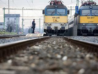 Csigatempóban faragja le a vonatkéséseket a MÁV