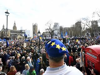 Megatüntetés kezdődött Londonban a Brexit ellen