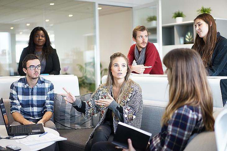 Pályázhatnak kettős könyvvitelt vezető gazdasági társaságok, kettős könyvvitelt vezető egyéni vállalkozók és egyéni cégek, amelyek nem tartoznak a KATA hatálya alá. Fotó: depositphotos