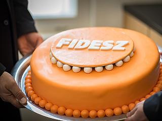 A nap képe: ön megkóstolta volna Orbánék narancssárga tortáját?