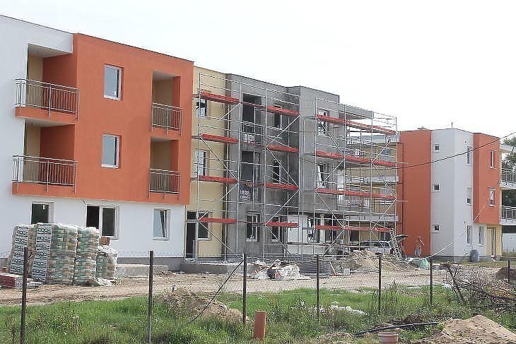 A jó helyen lévő új lakások is sokat érhetnek (fotó: Mester Nándor)