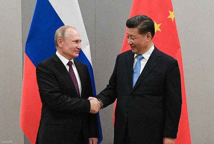 Vlagyimir Putyin orosz (b) és Hszi Csin-ping kínai elnök (Fotó: Ramil Szitdikov / MTI / EPA)