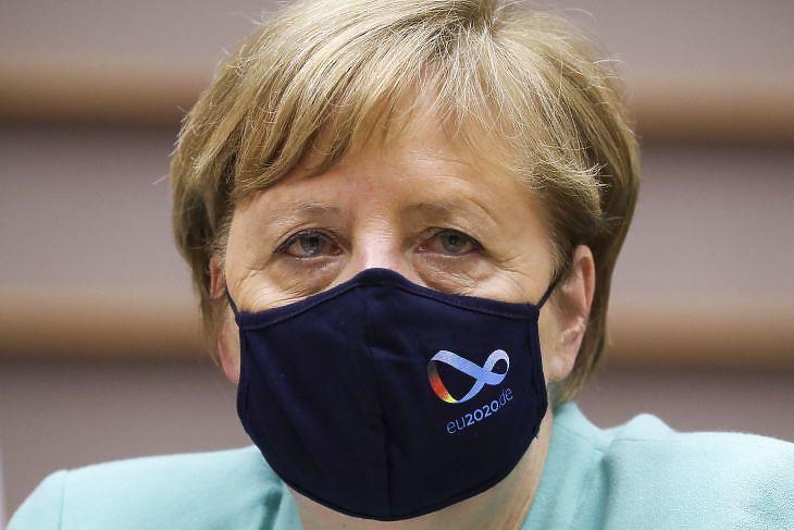 Angela Merkel az Európai Parlament ülésén Brüsszelben 2020. július 8-án.  EPA/YVES HERMAN