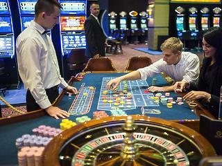 Milliárdos osztalék ömlött Garancsira a kaszinócégéből