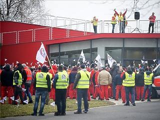 Újabb külföldi gyárban okoz fennakadást a győri Audi-sztrájk