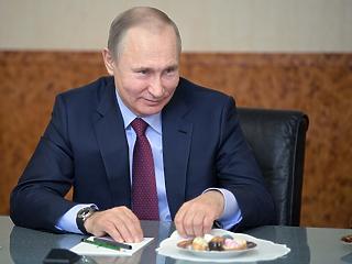 Kemény interjút adott Putyin: magasról tesz rá, hogy oroszok segítették hatalomra Trumpot