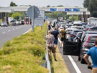 Brüsszel a határzár azonnali visszavonását követeli Magyarországtól