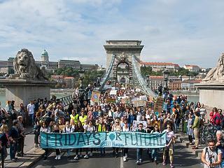 A nap képe: több ezren vonultak a budapesti klímatüntetésen