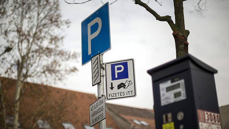 Meghosszabbított korlátozások: döntöttek az ingyenes parkolásról is