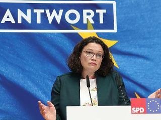 Bukás a német kormánypártnál: lemond az SPD vezetője
