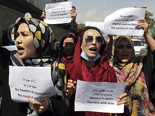 Indul az oktatás az afganisztáni magánegyetemeken, de a diáklányoknak el kell fedniük az arcukat