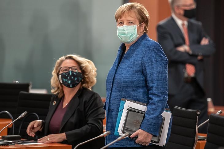Angela Merkel egy kormányülésen Berlinben 2020. október hetedikén. A kancellár ma tárgyal a tartományi vezetőkkel koronavírus-ügyben. EPA/ANDREAS GORA