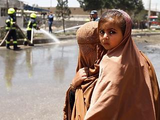 A nap képe: anya és lánya, akik megúsztak egy bombatámadást