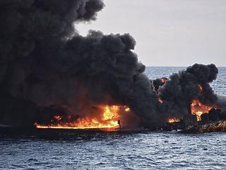 Elsüllyedt egy tankerhajó - hatalmas az olajfolt