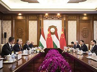 Orbán ma Pekingben tárgyal eurázsiai barátaival – Lázár felügyeli a pénznyelő projektet