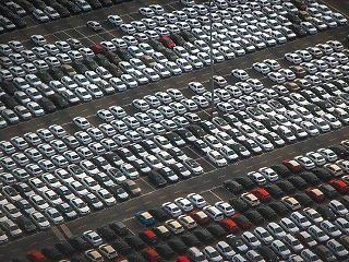 Élen a BUX, sok országban lehetetlen új autót eladni