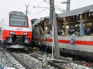 Egymásba rohant két vonat Ausztriában, rengeteg sérült
