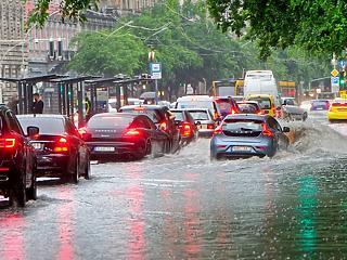 Megsarcolják a hazai biztosítókat az idei viharkárok