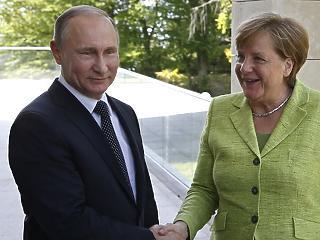 Merkel nagyon aggódik – felhívta Putyint