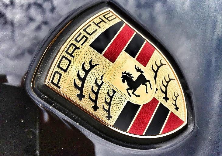 Porsche-jelvény (Pixabay.com)