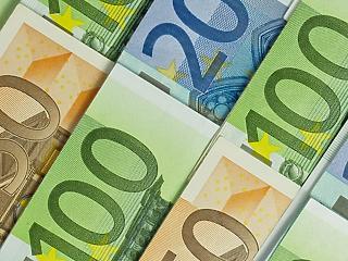Több mint kétmillió ember nyugdíja lett adóköteles