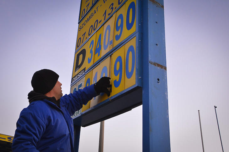 Jobban keres egy benzinkutas egy ruhaboltosnál