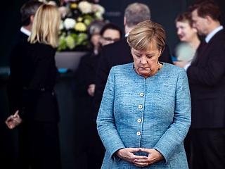 Pezsgőt bontottak a populisták, borulhat a Merkel-kormány