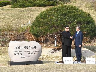 Egy nap alatt is lehet történelmet írni: véget vetnek a koreai háborúnak