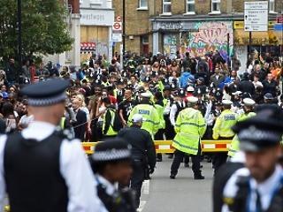 Kések, drogok, fegyverek: tömegesen támadtak rendőrökre Londonban