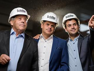 Schiller Autó Család sikersztorija folytatódik: 40 év után továbbra is padlógázzal haladnak előre