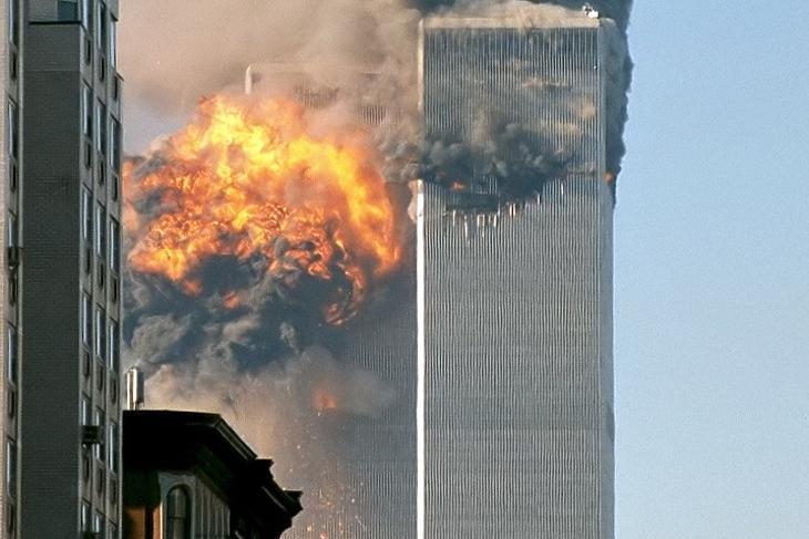 Ahol minden kezdődött: a New York-i terrortámadás 2001. szeptember 11-én. (Szerkesztett felvétel. Wikipédia/Robert/https://www.flickr.com/people/themachinestops/)