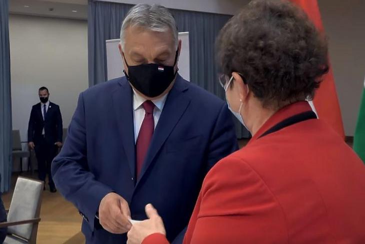 Müller Cecília fontosnak tartja, hogy Orbán Viktor példát mutasson. Fotó: Facebook/Orbán Viktor