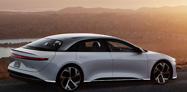 Gyengüléssel várja a forint az MNB-t, fényesen teljesít a Lucid és a Tesla