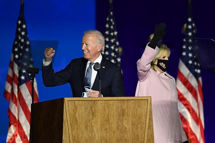 Joe Biden az elnökválasztás éjjelén Wilmingtonban (Delaware). EPA/KEVIN DIETSCH