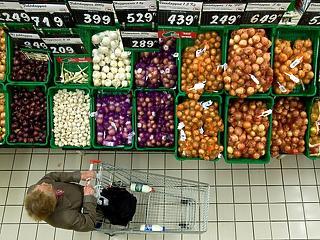 Évi hat kiló zöldséget és gyümölcsöt dobnak ki a magyarok