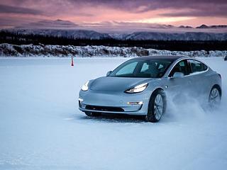 Tesla: kivéreztett shortosok, száguldó árfolyam