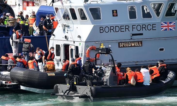 Brutális új angol javaslatok – migránsokat a kiszolgált fúrótornyokra