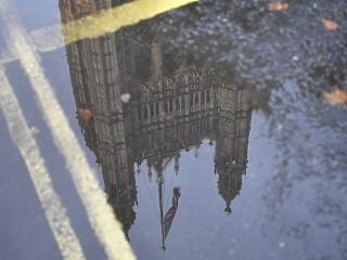 A nap képe: feje tetejére állt a brit parlament