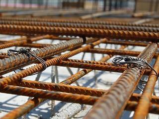 Nagyot esett az építőipar, lassú lesz a kilábalás